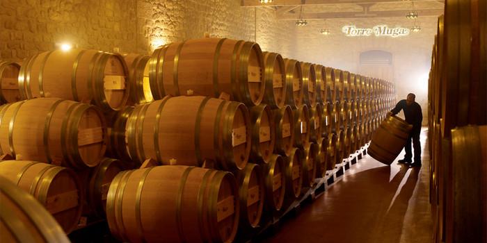 而这些橡木桶也是在酒庄的制桶厂中生产的